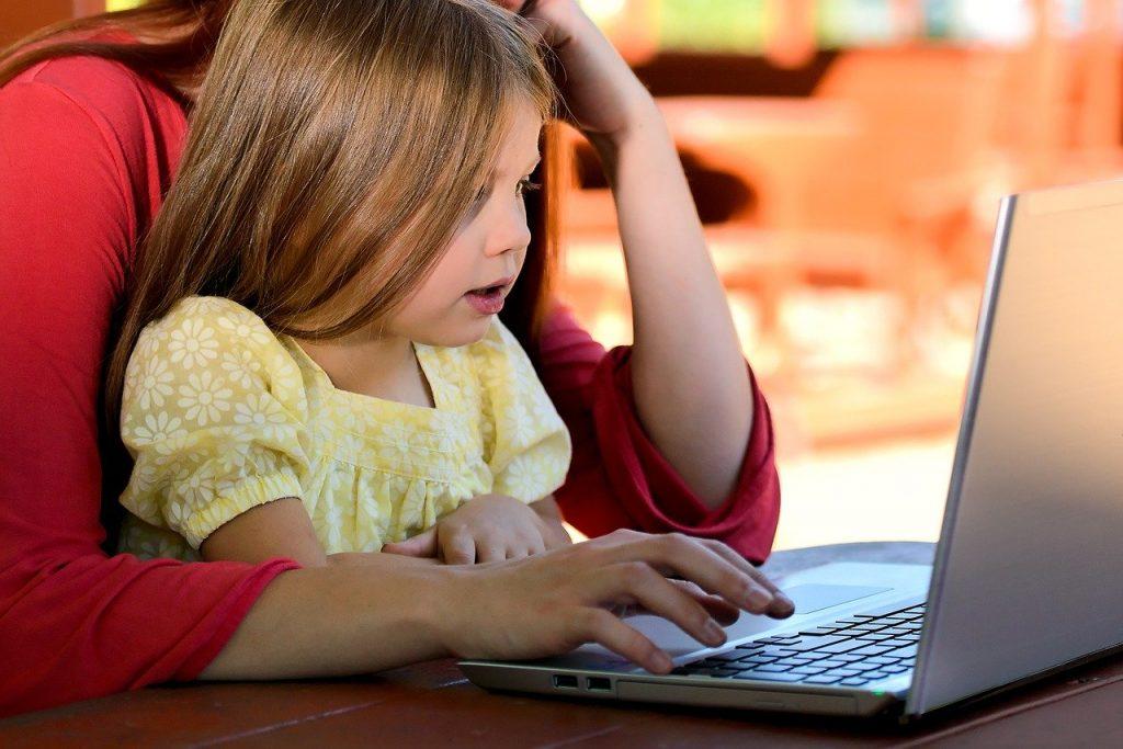 child 1073638 1280 1024x683 - Nauka angielskiego dla dzieci – zjakich rozwiązań warto skorzystać?