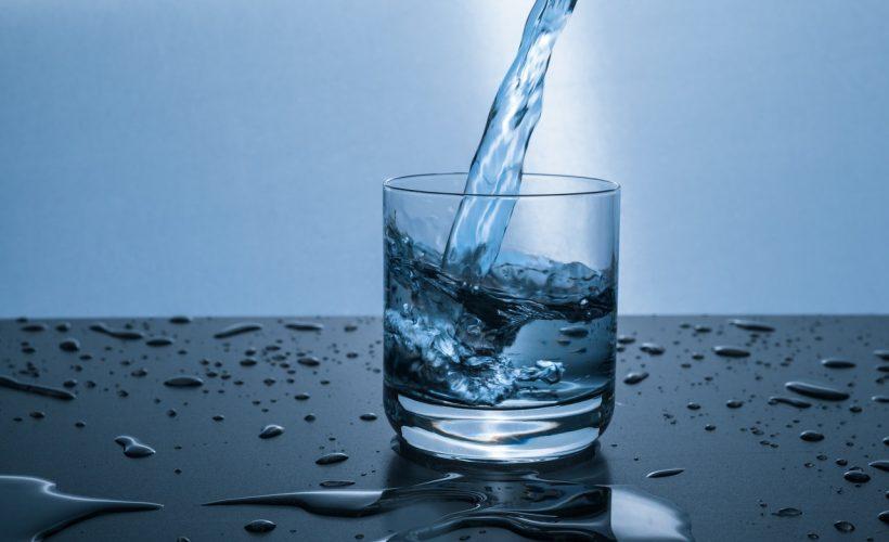 clean clear cold drink 416528 820x500 - Wody smakowe – co musisz o niech wiedzieć? Sprawdzamy!