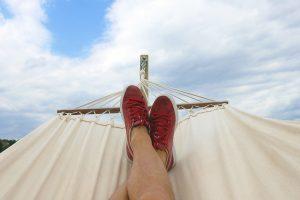 pair of red and white low top sneakers 914929 300x200 - Jak wyjechać na wakacje za granicę i nie zrujnować budżetu?