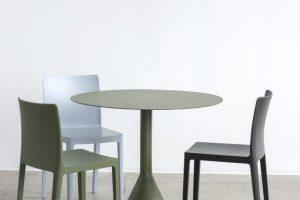 Elementaire Chair antracite olive blue grey Palissade Cone Table olive 810x1080 1 300x200 - Krzesła Hay – w jakich wnętrzach sprawdzą się najlepiej?