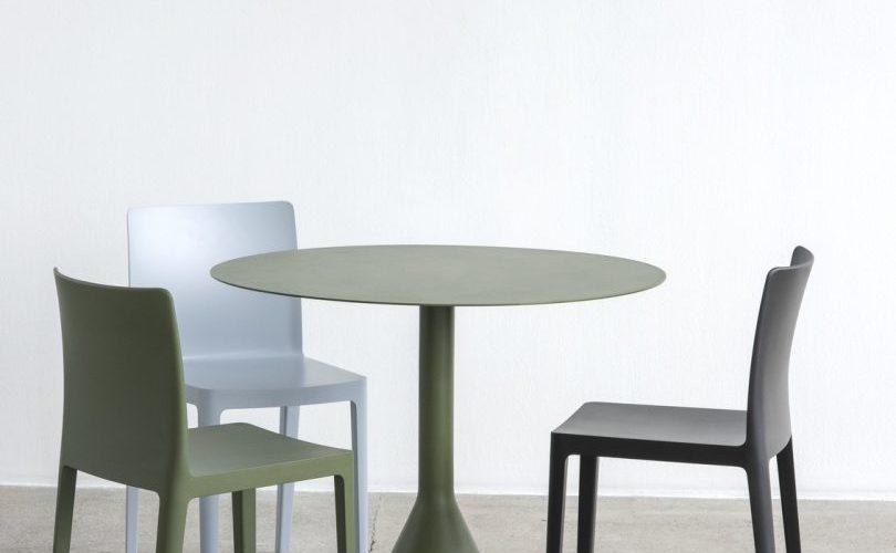 Elementaire Chair antracite olive blue grey Palissade Cone Table olive 810x1080 1 810x500 - Krzesła Hay – w jakich wnętrzach sprawdzą się najlepiej?
