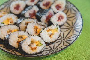 pexels ryutaro tsukata 6249495 300x200 - Sushi z dowozem – czy to dobry pomysł na randkę?