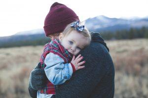 pexels josh willink 286625 300x200 - Dlaczego warto głaskać i przytulać swoje dzieci?