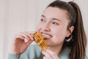 pexels tim samuel 6697388 1 300x200 - A czy ty cheatujesz podczas diety?